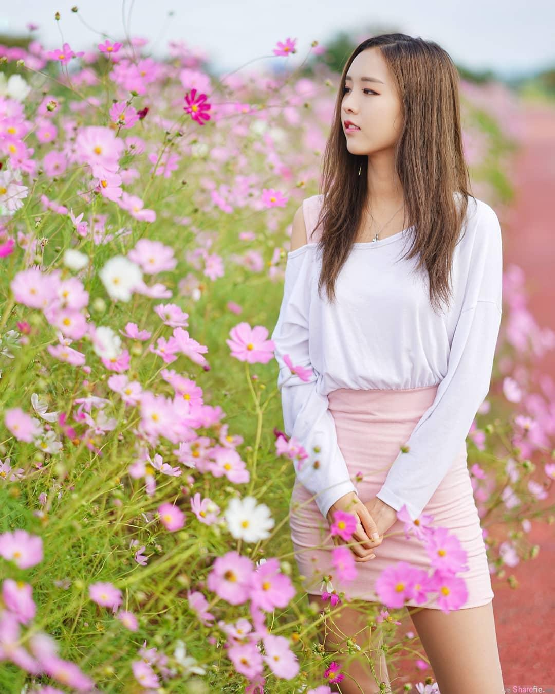 超美!韩国正妹翘臀美腿,外拍捕捉绝美身影