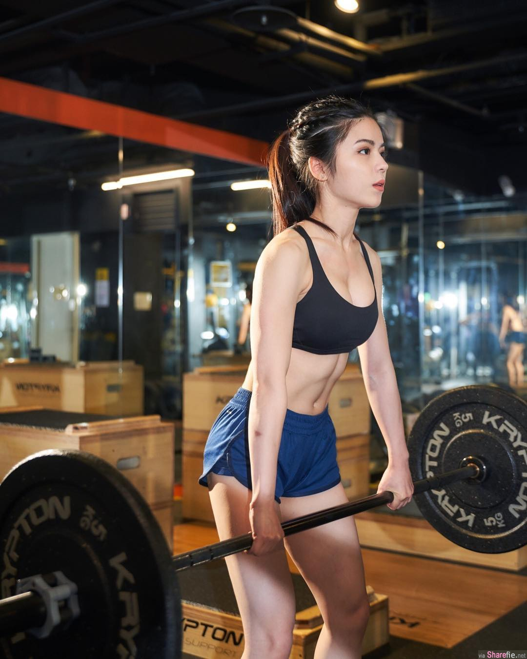 健身教练正妹沈依柔,超紧身健身服展现骄人曲线
