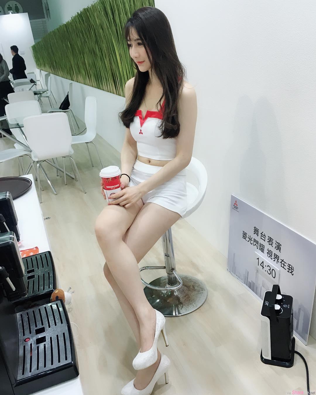 谐星正妹阿澎,不计形象演出网络窜红