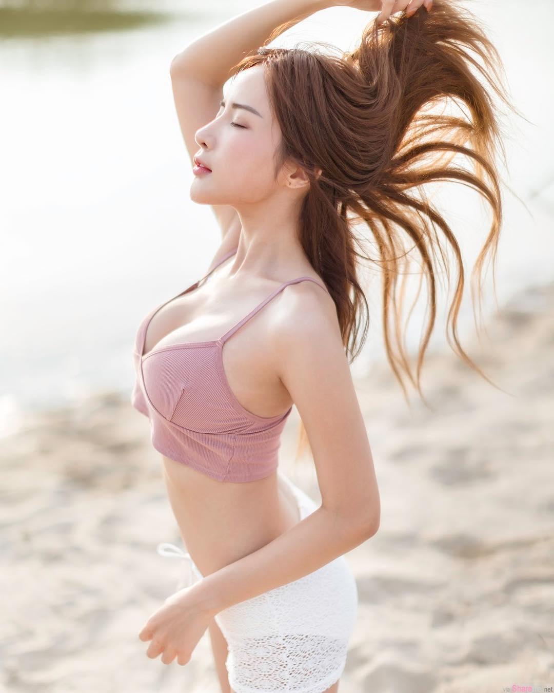 泰国正妹Thanyarat Charoenpornkittada,比基尼大秀完美S曲线