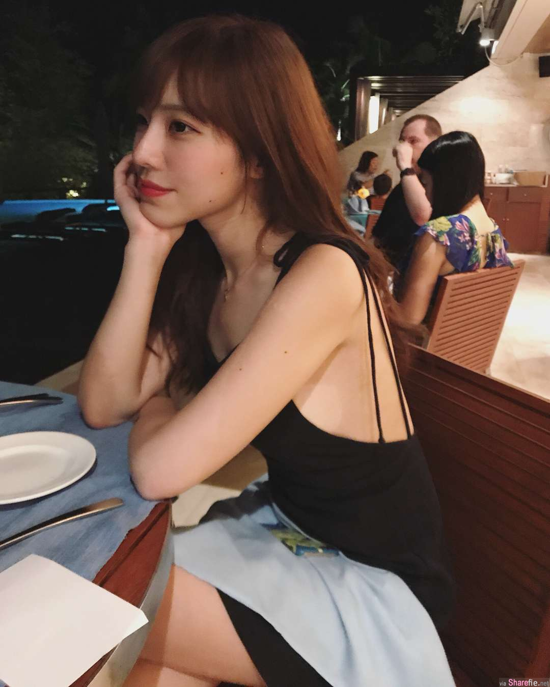 正妹Bonnie黄家怡比基尼布料太少网暴动,网友:下一张还穿衣服吗?