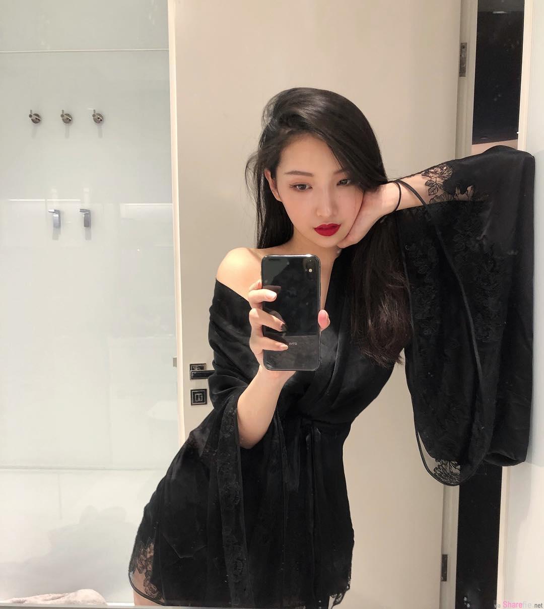 正妹Mrs Huang,前卫时尚风,前面好通风