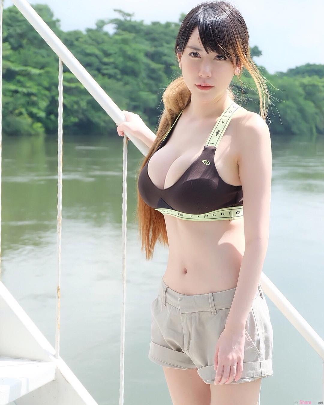 泰国正妹把玩小老虎,网友:有老虎吗?
