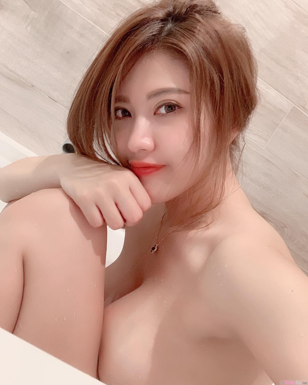 正妹刘庭羽Doris晒浴缸照,巨乳压大腿网友暴动:希望可以一起洗