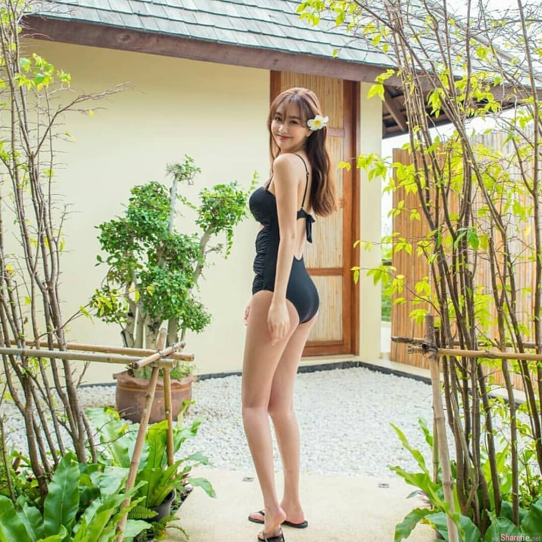 台湾正妹Angela,性感连身泳衣秀美胸美腿