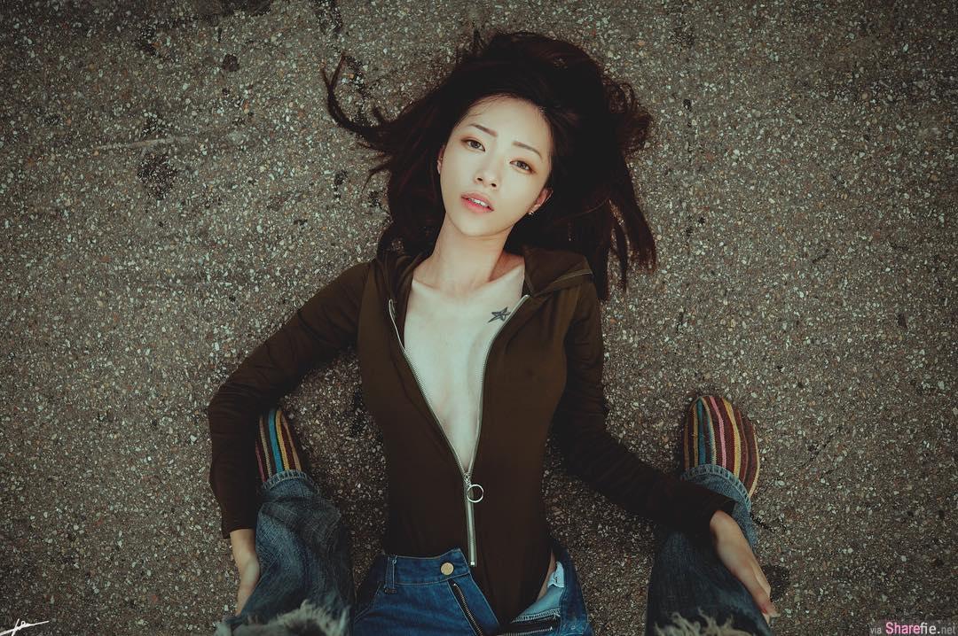 正妹tsai「断开bra」,邪恶激凸外套让葡萄干现形网友暴动了