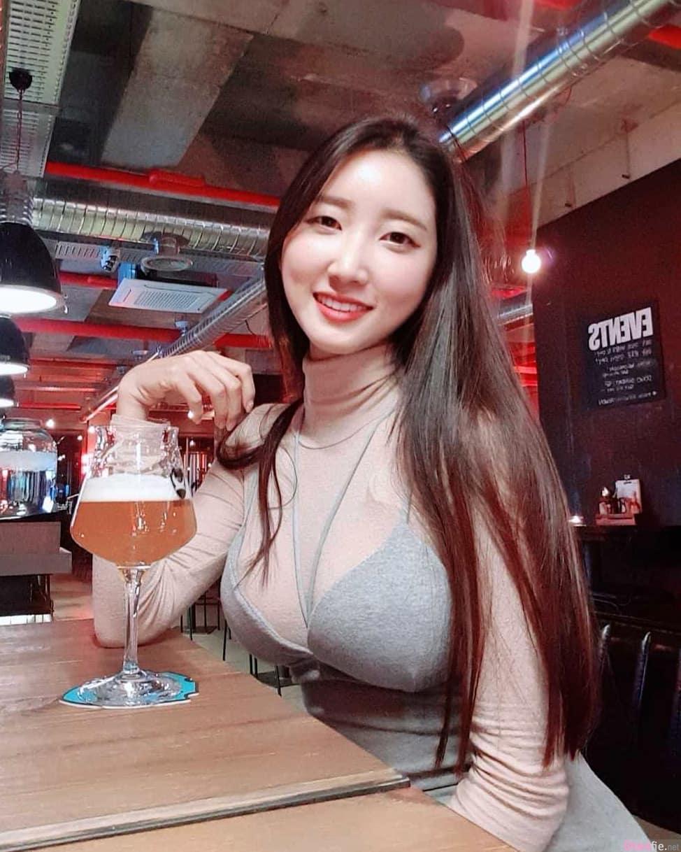 韩国正妹透视装秀身材,食客好害羞