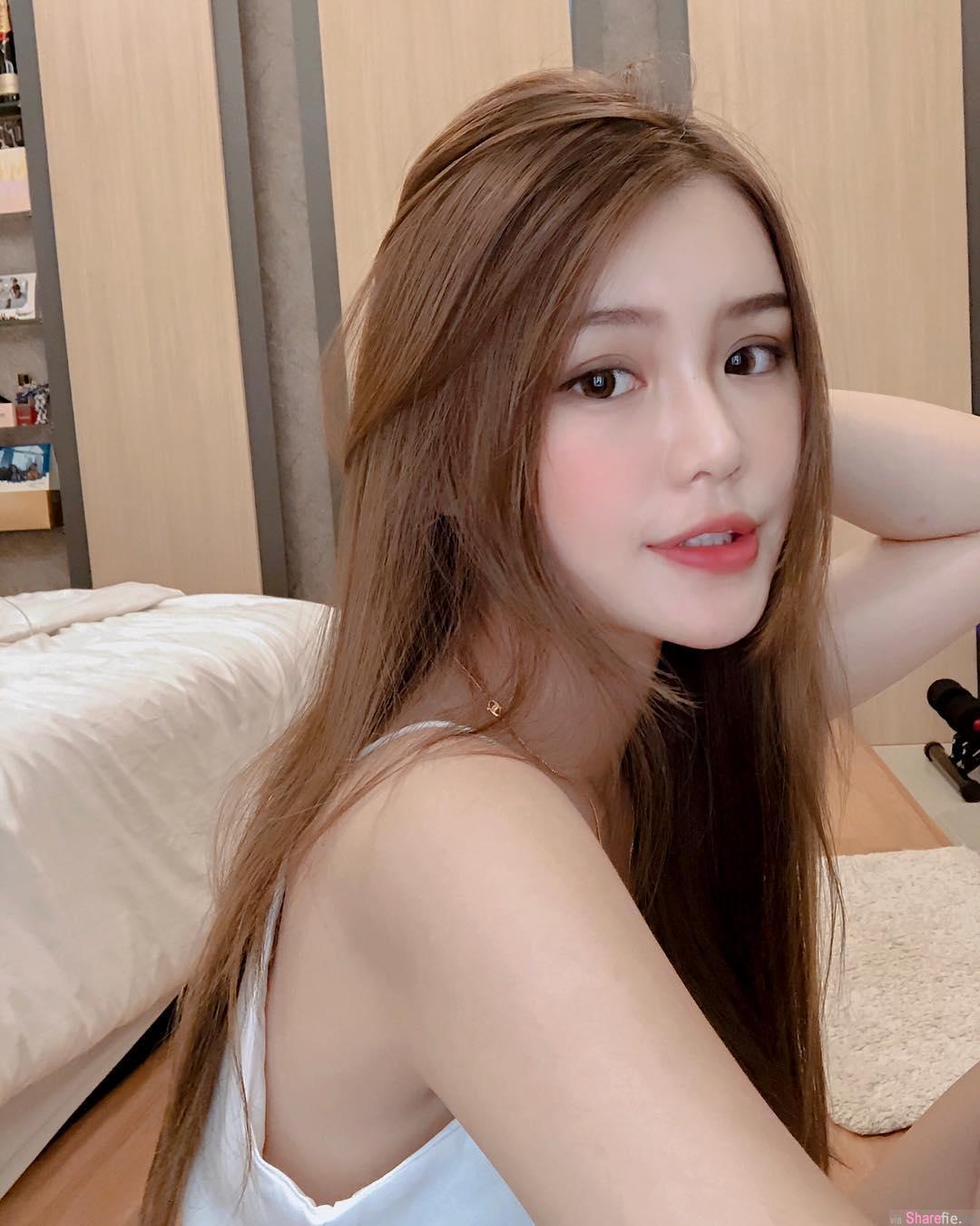 大马正妹Chuithing Lim穿泳衣自拍吃早餐,短短几秒网友却一直重播