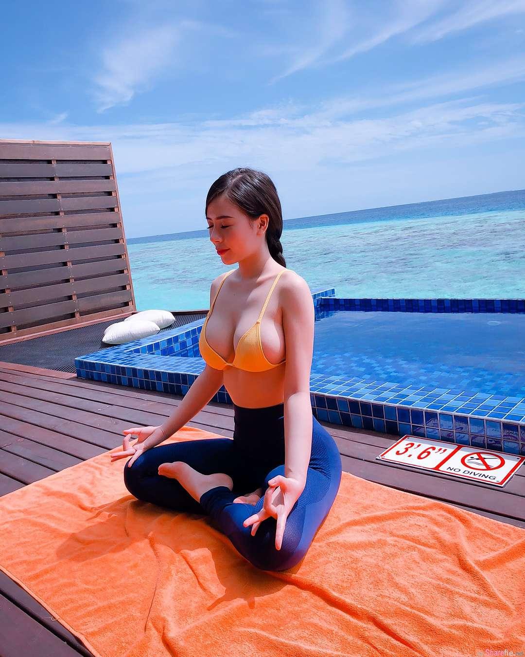 瑜伽正妹海边静坐,惊人身材网友暴动