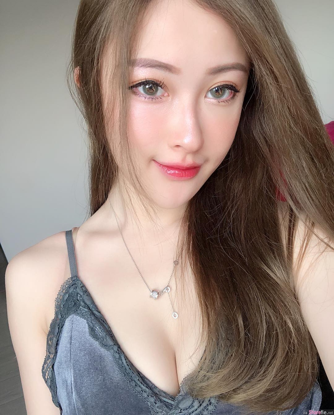 香港正妹刘丝丝,超短热裤网友看了全身发热