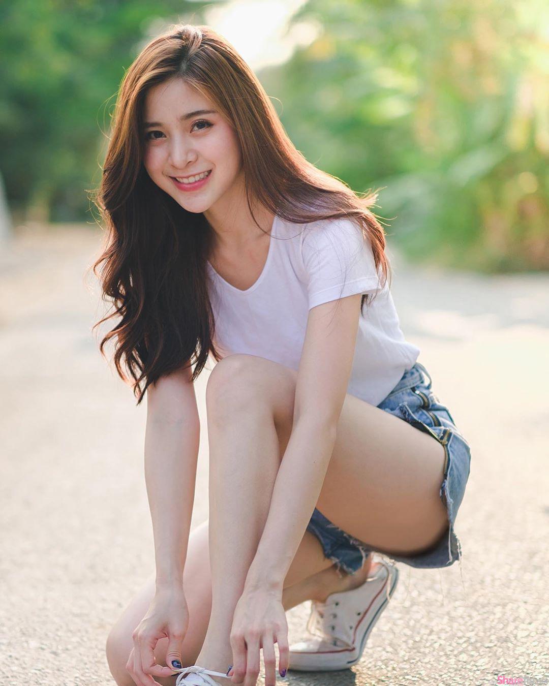 泰国清新正妹笑容满分,逆天白皙美腿超诱人