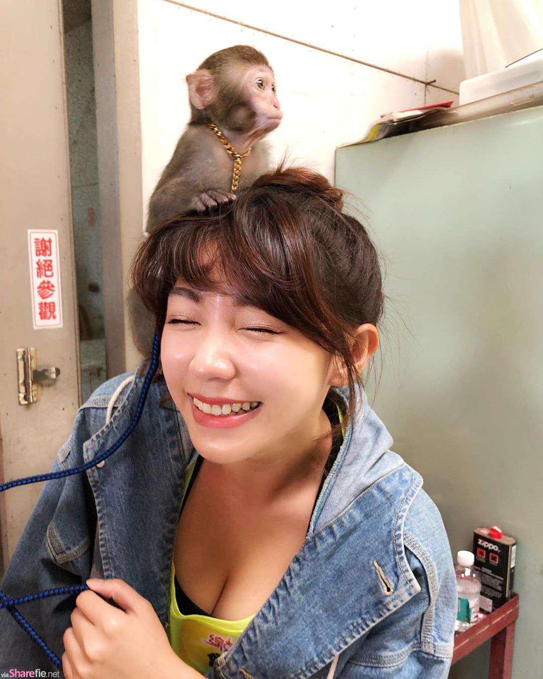 正妹智希与小猴子合照,网友:这猴子在摸哪里啊!