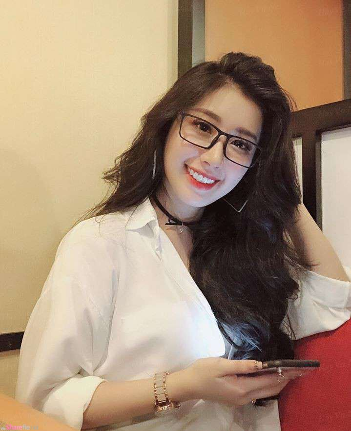 越南眼镜正妹,脸蛋甜美身材饱满