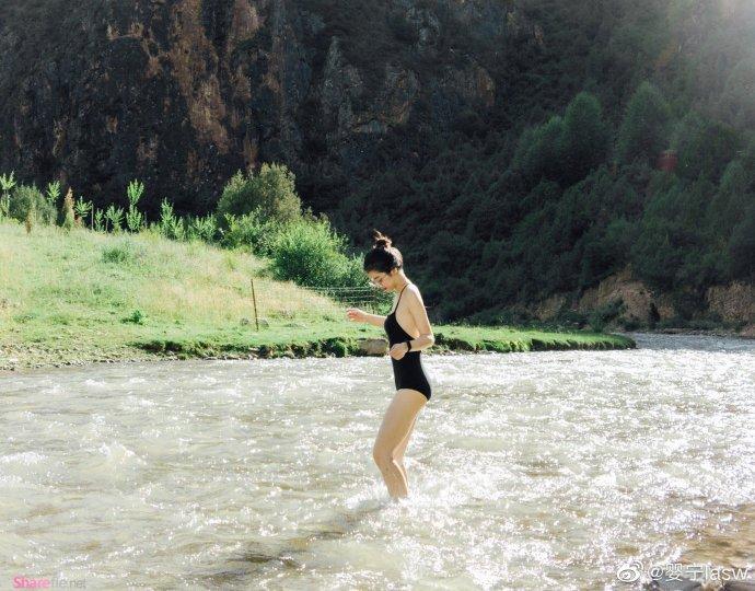 姐姐河畔戏水,雪白肌肤一碰就沉醉