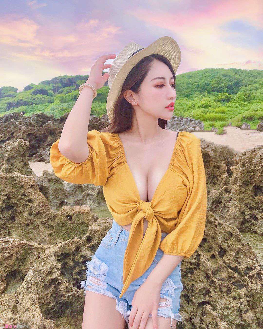 超凶正妹Wawa大秀针织泳装,网友:看妳的照片是一种享受