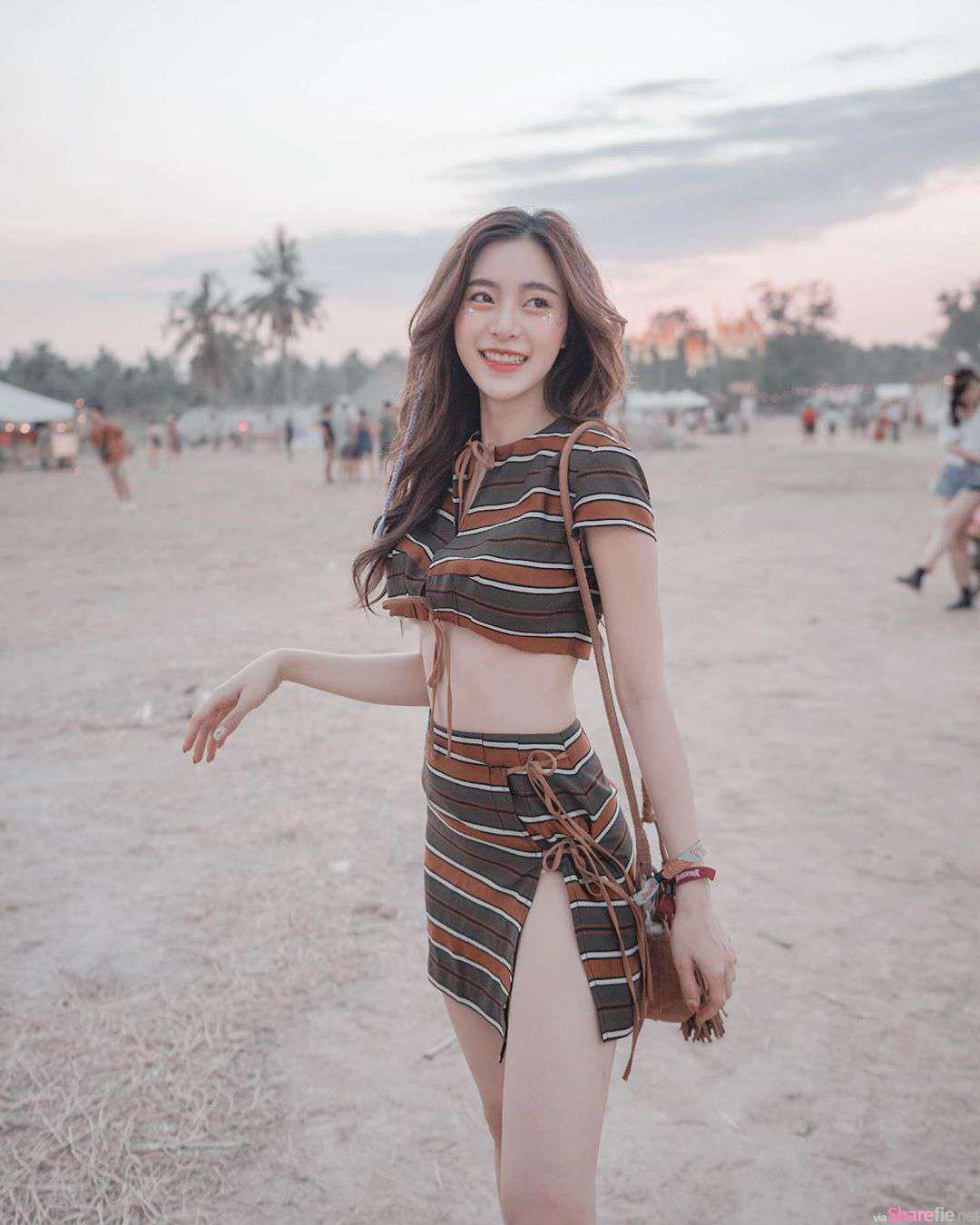 泰国甜美正妹,开叉短裙好迷人