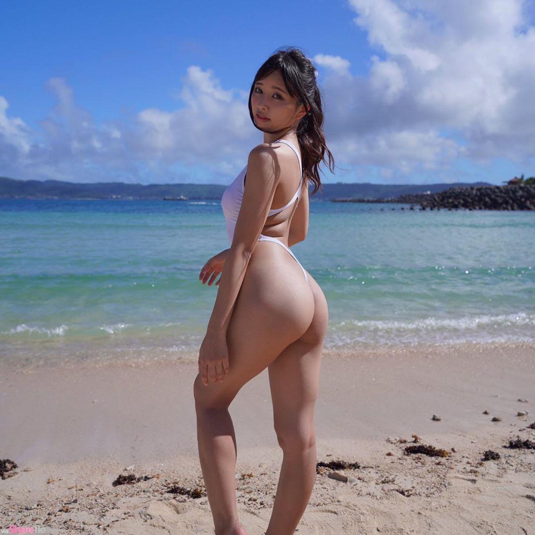 日本写真女星「桥本ひかり」比基尼歪掉,直播节目意外露点