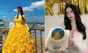 正妹生日蛋糕印上美美照片,低胸爆乳抢完镜